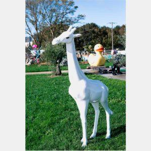 Girafe blanc yeux 195 cm  magnifique résine