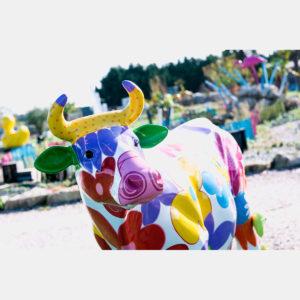 Vache fleurs résine