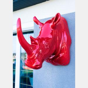 Tête de rhino rouge